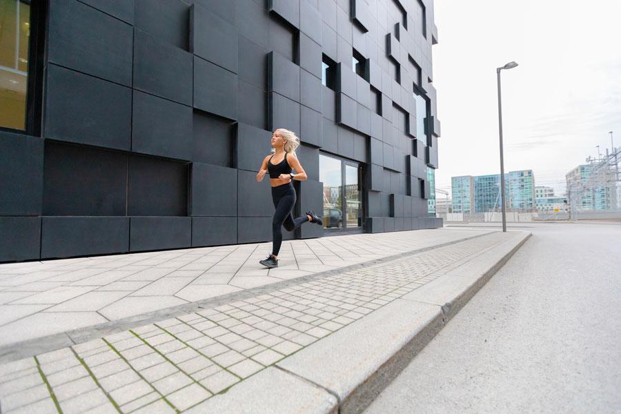 Corsa o camminata veloce? Cosa è meglio per dimagrire?